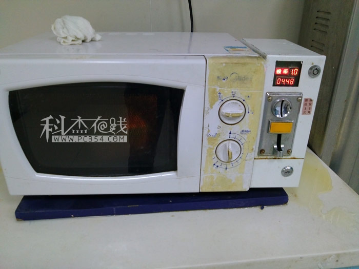 医院的设备都是要花钱的,这是投币式微波炉